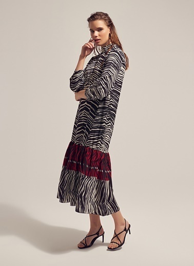 Monamoda Zebra Desenli Midi Elbise Siyah
